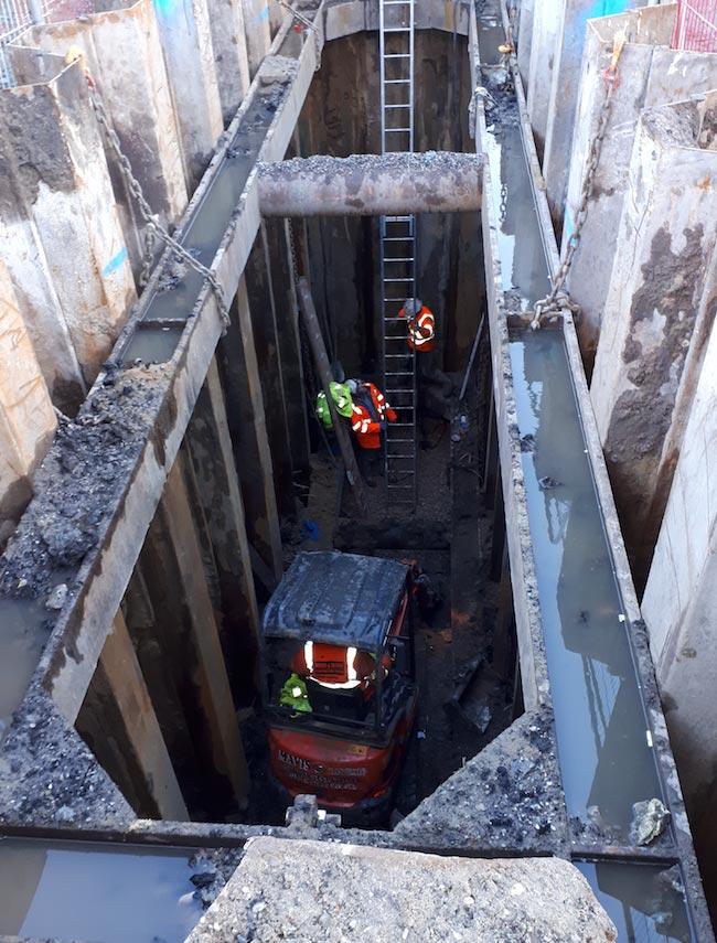 Geobear team working on cofferdam site